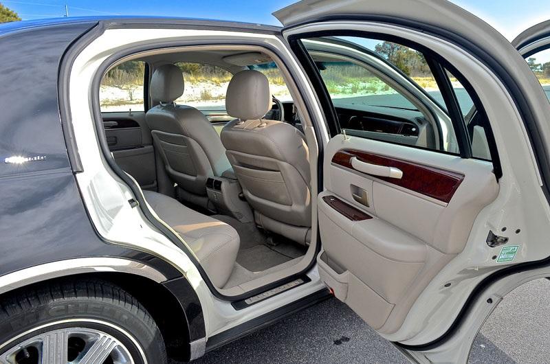 Lincoln Town Car 2015 Interior